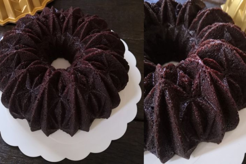 Tak payah pakai mesin pengadun... Ini cara buat 'Sour Cream Chocolate Cake' untuk Aidilfitri