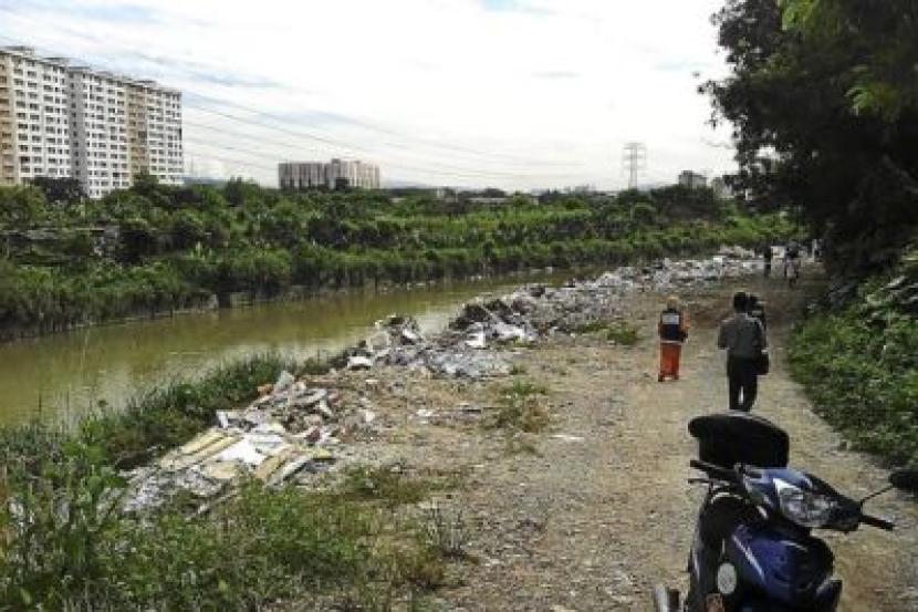 Timbunan Sampah Cemari Tebing Sungai Klang Rencana Mstar
