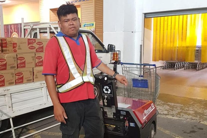 "Muka pucat duit RM2,000 tertinggal dalam troli... Jangankan terdetik nak ambil, pekerja Tesco kata ""saya tak buka langsung"" - Viral | mStar"